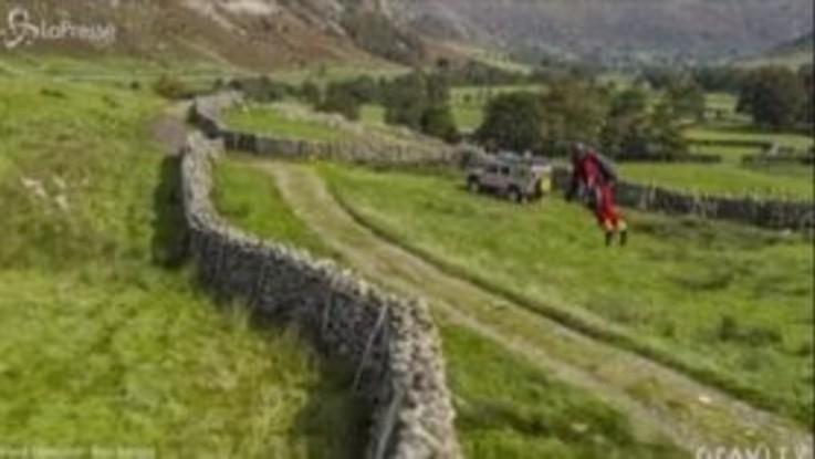"""Inghilterra: """"Iron Man"""" salva escursionisti in difficoltà"""