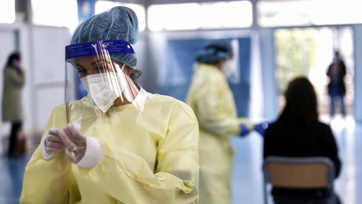 Covid, 1.648 nuovi casi: 24 morti