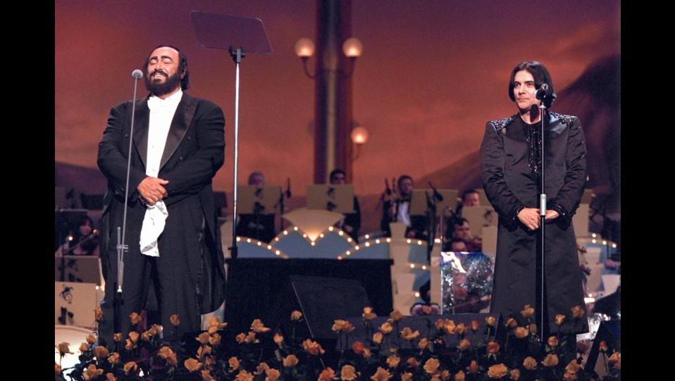 Renato Zero con Luciano Pavarotti al Pavarotti and Friends ©