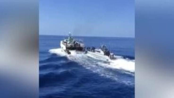 Spari nelle acque di Lampedusa, Gdf abborda e ferma peschereccio tunisino