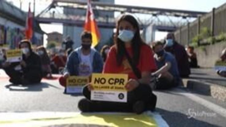 """Milano, sit-in in via Corelli contro apertura Cpr: """"No lager di Stato"""""""