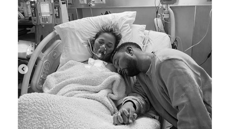 """John Legend e Chrissy Teigen perdono il terzo figlio: """"Un dolore mai provato"""""""