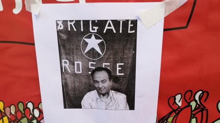 Manifesto Cirio come Moro a Torino, Askatasuna: Messinscena, noi abbiamo sempre firmato i nostri volantini