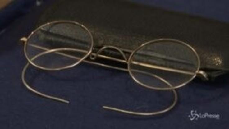 Sotheby's, gli occhali di John Lennon venduti all'asta per 55mila dollari