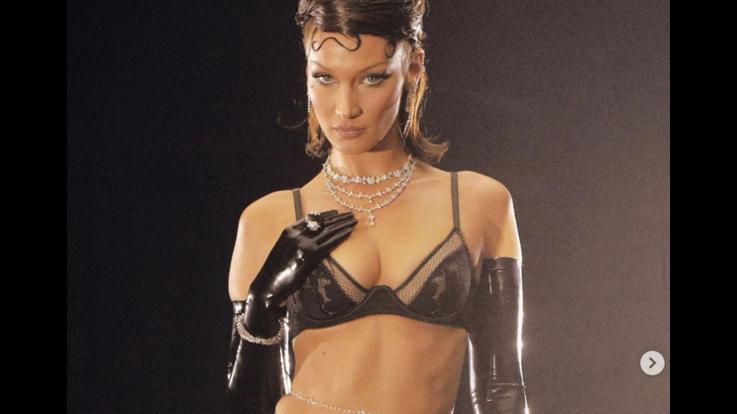 Bella Hadid sfila per la lingerie di Rihanna e toglie il fiato