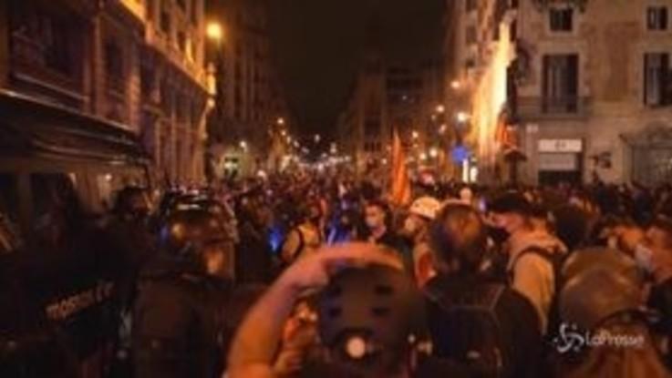 Spagna: i sostenitori dell'indipendenza catalana in piazza per l'anniversario del referendum