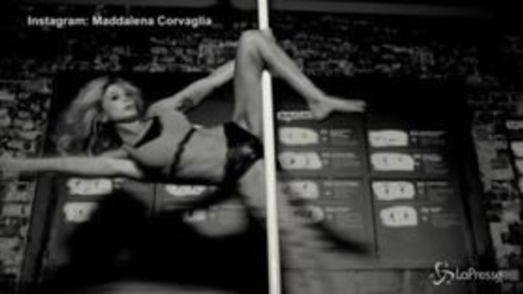 Sexy Instagram: Maddalena Corvaglia, pole dance ad alto tasso erotico