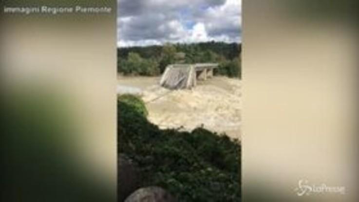 Maltempo in Piemonte: crollato il ponte di Romagnano Sesia