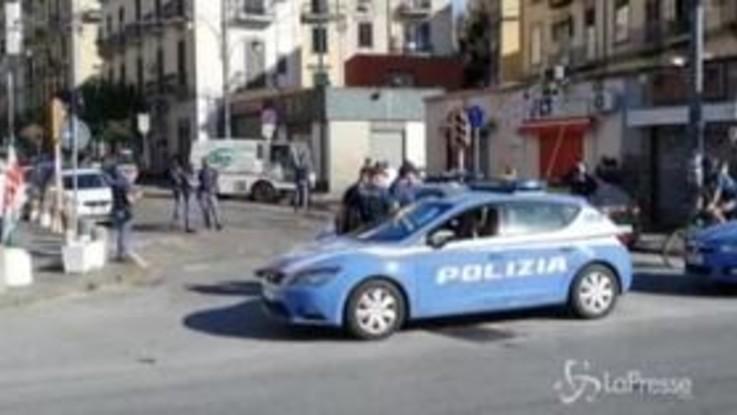 Napoli, rapinatore 17enne ucciso dalla polizia in conflitto a fuoco
