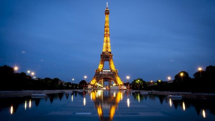 Parigi vara nuove misure restrittive per 15 giorni