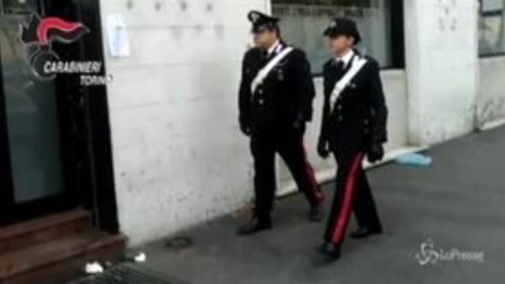 Torino, rissa a colpi di bottiglie e coltellate: 3 arresti