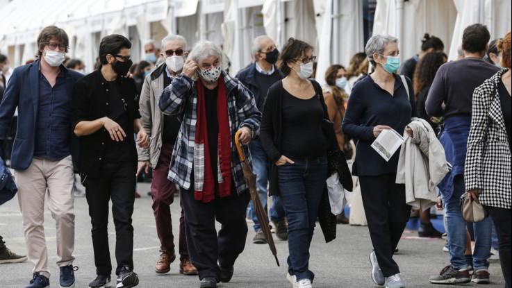Nuovo Dpcm: dall'obbligo di mascherine alle multe da 3mila euro, cosa ci aspetta?