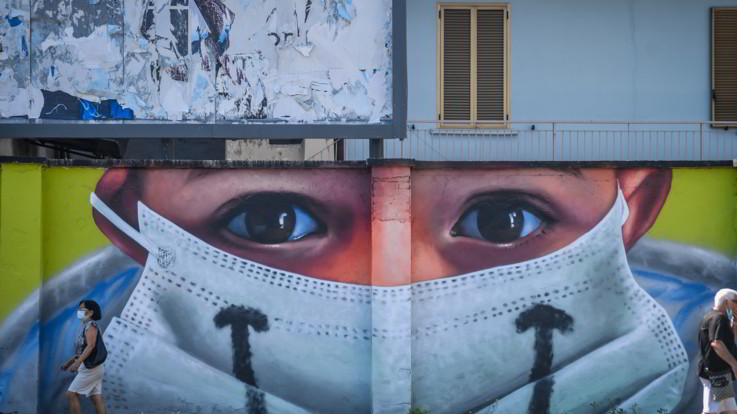 Coronavirus, 2.257 casi ma solo 60mila tamponi: boom in Campania