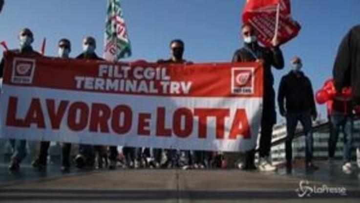 Venezia, sciopero dei portuali in laguna