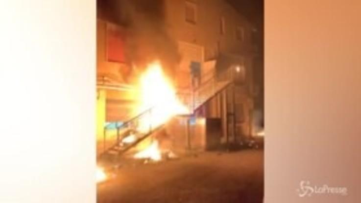 Migranti, rivolta centro accoglienza Agrigento: feriti 3 agenti