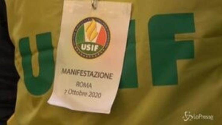 """In piazza i sindacati dei militari: """"Servitori dello stato e non servi della politica"""""""