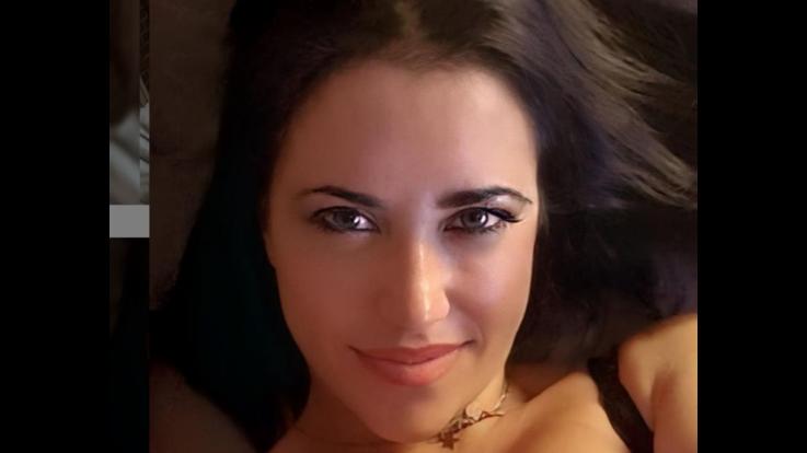 Claudia Ruggeri sexy risveglio in intimo di pizzo nero. I fans senza parole