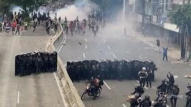 Indonesia, proteste contro nuova legge sul lavoro: almeno 400 arresti