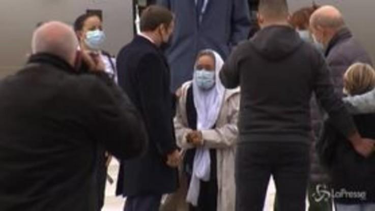 Mali: Macron accoglie Sophie Patronin all'aereoporto militare Villacoublay