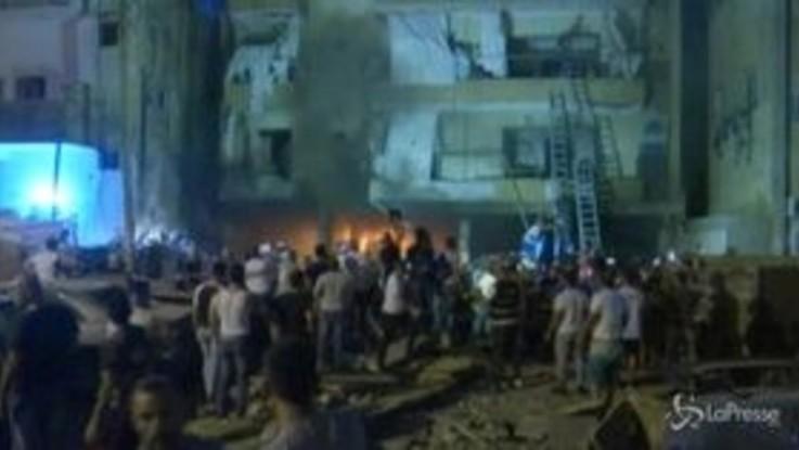 Beirut, esplode un deposito di carburante: morti e feriti