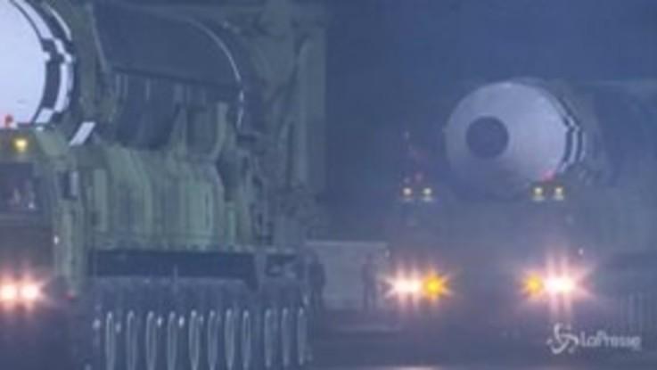 Corea del Nord, sfila un nuovo missile balistico intercontinentale