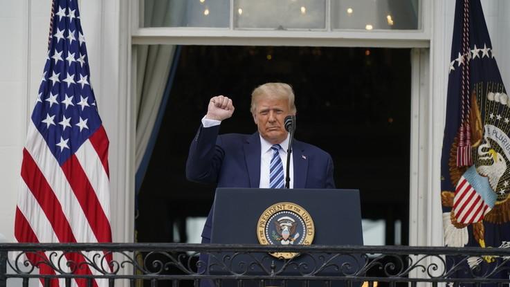 Trump tiene discorso dal balcone della Casa Bianca. Greta Thunberg appoggia Biden