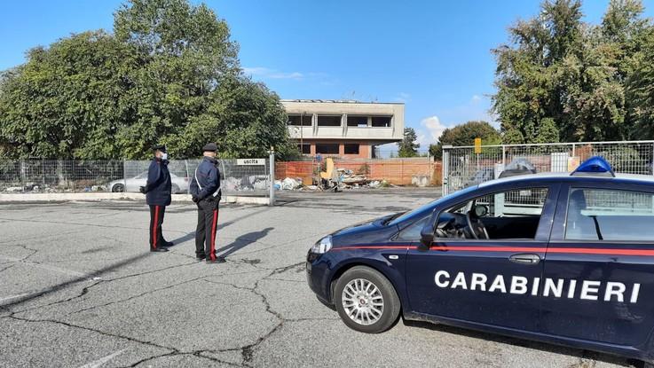 Rave party nel torinese, 300 persone in ex ditta: carabinieri sul posto