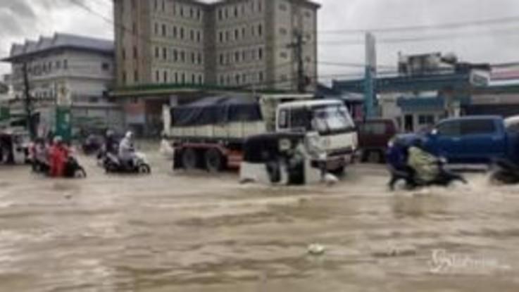 Alluvione in Cambogia: almeno 11 morti, strade come fiumi