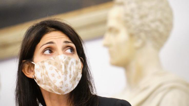 Roma, da Di Maio mezzo passo indietro su Raggi: caos nel M5S