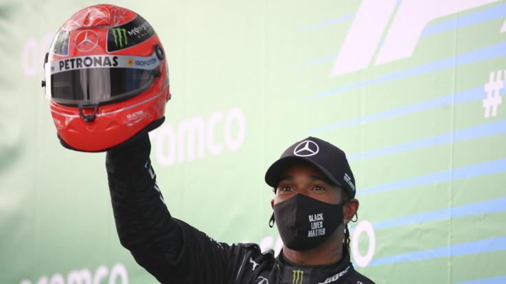 F1, Hamilton vince al Nurburgring e raggiunge l'idolo Schumacher