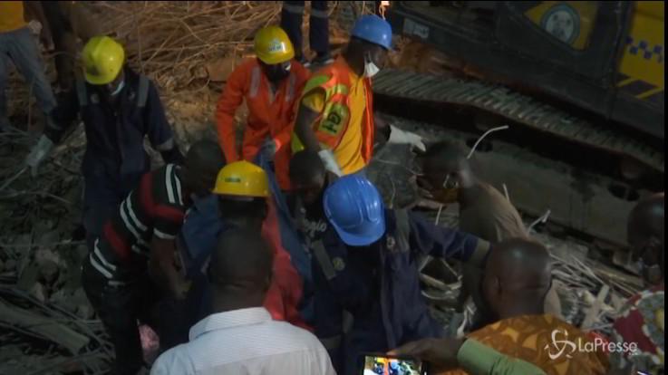 Nigeria, crolla un edificio a Lagos: 8 morti
