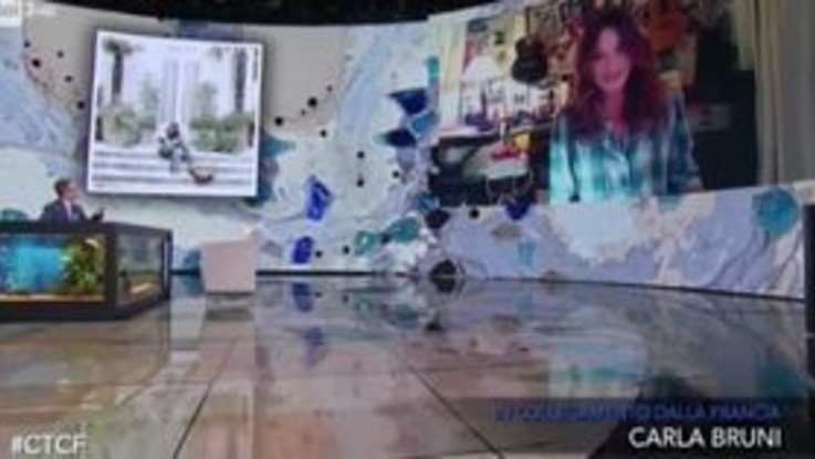Carla Bruni a 'Che Tempo Che Fa': incursione a sorpresa di Sarkozy