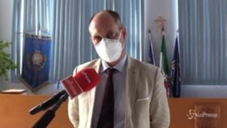 """Focolaio Monte di Procida, il sindaco smonta l'allarme: """"Nessun lockdown, solo sensazionalismo"""""""