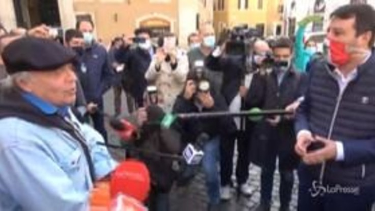 Montesano senza mascherina in piazza Montecitorio ricorda Chico Forti
