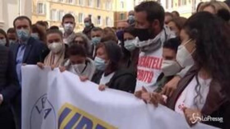 """La Lega in piazza per i pescatori di Mazara del Vallo: """"Riportiamoli a casa"""""""