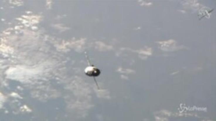 Soyuz attracca alla stazione spaziale internazionale in meno di tre ore
