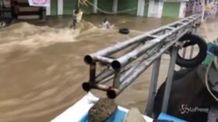India, alluvione record nello stato del Telangana: almeno 15 morti