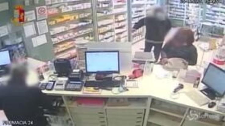 Torino: rapinatore minaccia e colpisce farmacista per 155 euro