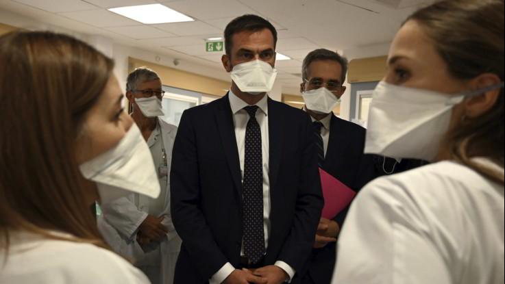 Coronavirus, in Francia perquisizioni a casa ministro e direttore Salute