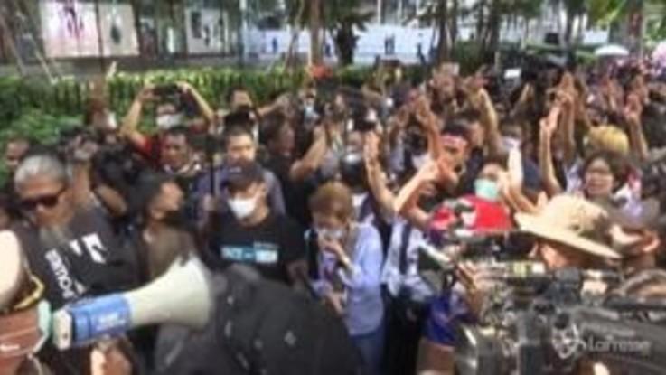 Proteste ininterrotte a Bangkok, dichiarato lo stato di emergenza