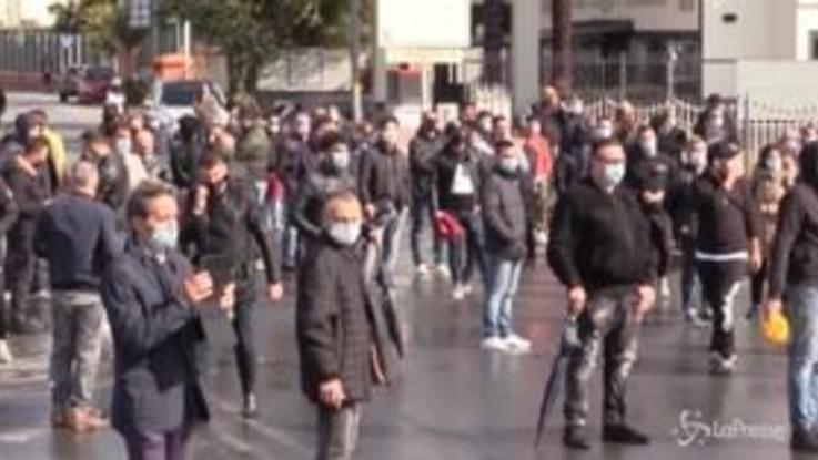"""Lockdown a Arzano, la rabbia dei commercianti: """"Ci stanno dando il colpo di grazia"""""""