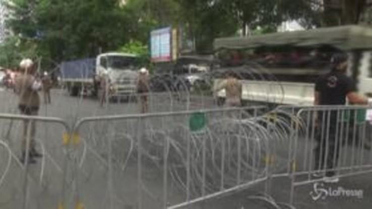 Bangkok, la polizia intensifica le misure contro i manifestanti pro-democrazia
