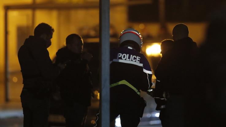 Decapitato professore a Parigi, 9 arresti. Ucciso il killer
