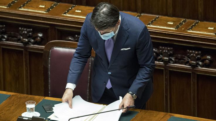 Governo sotto pressione: De Luca invoca lockdown, Conte resiste