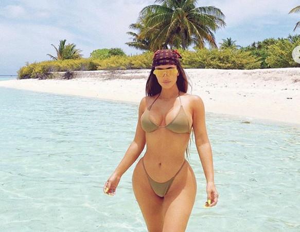 sexy-instagram, I 40 di Kim piratessa mozzafiato ai Caraibi