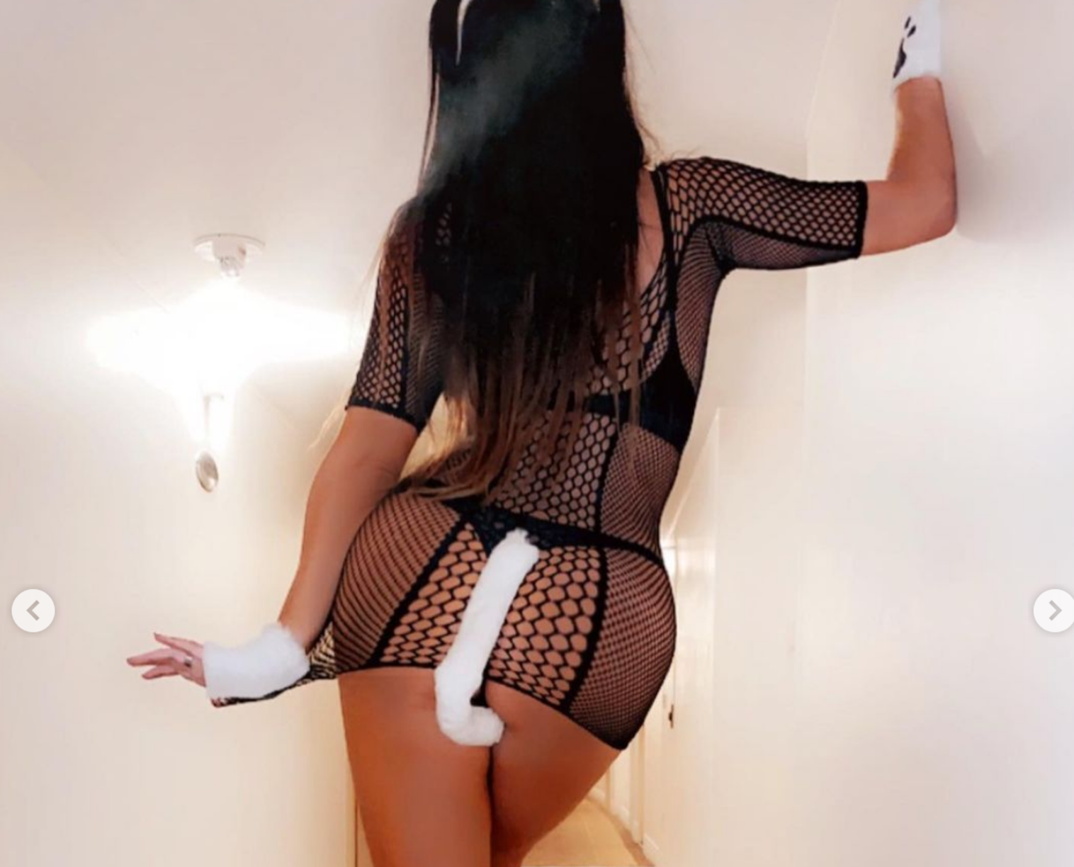 """Claudia Romani la sexy """"felina"""" per la notte di Halloween. Le sue curve infiammano Miami"""