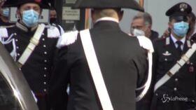 Funerale Proietti, tanti volti noti per l'ultimo saluto