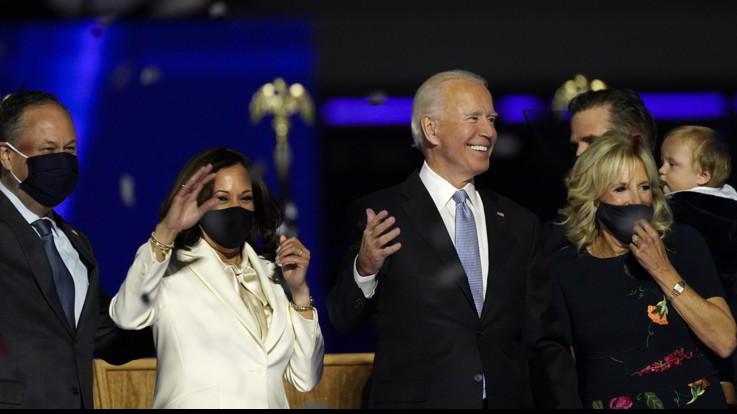 """Joe Biden e Kamala Harris, discorso alla Nazione: """"Ricostruiamo spina  dorsale del Paese"""""""