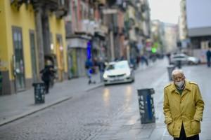 Campania zona rossa, primo giorno di lockdown: a Napoli pochi in strada e regole rispettate