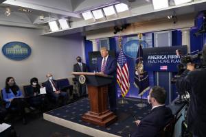Donald Trump in conferenza stampa dalla Casa Bianca